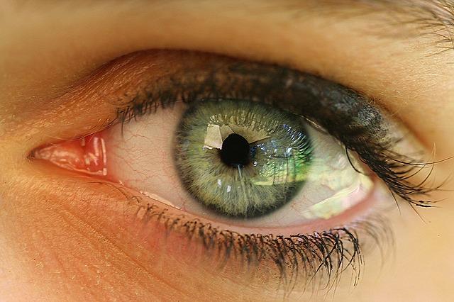 Adern im Auge bei Erkältung