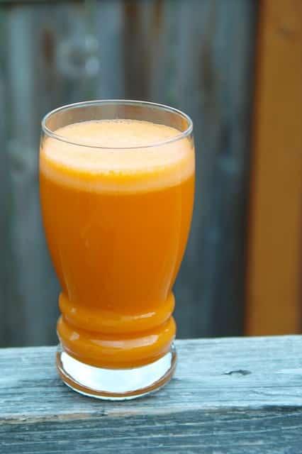 Karottensaft hilft bei trockener Haut