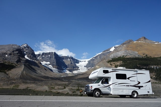 Bild Wohnwagen in den Bergen