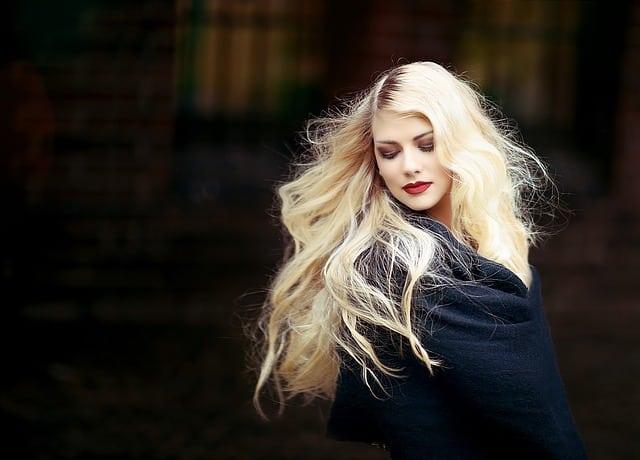Bild blonde Frau