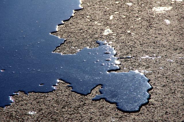 Bild Öl auf dem Boden
