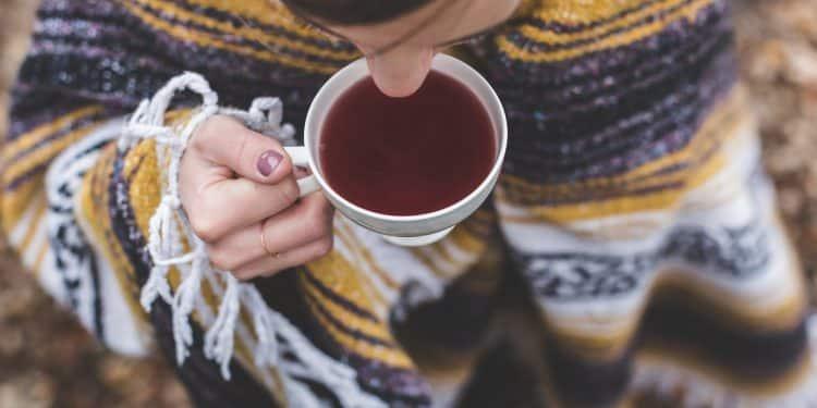 Bild heißen Tee trinken