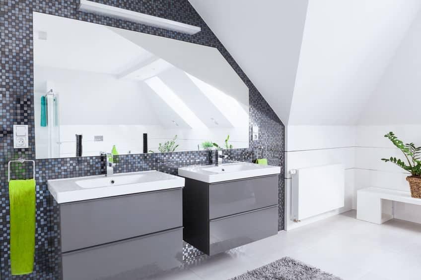 Bild helles Badezimmer