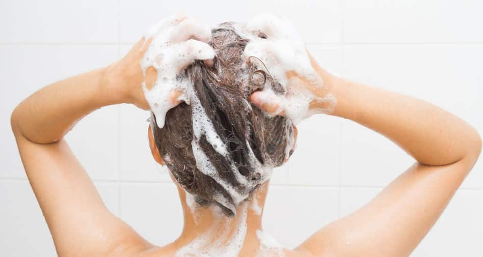 Bild Frau duscht