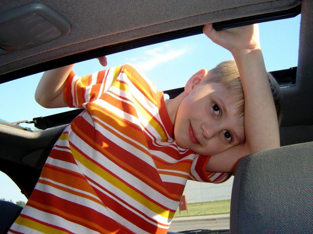 Bild Kind im Auto
