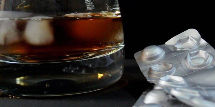 Bild Alkohol und Antibiotikum